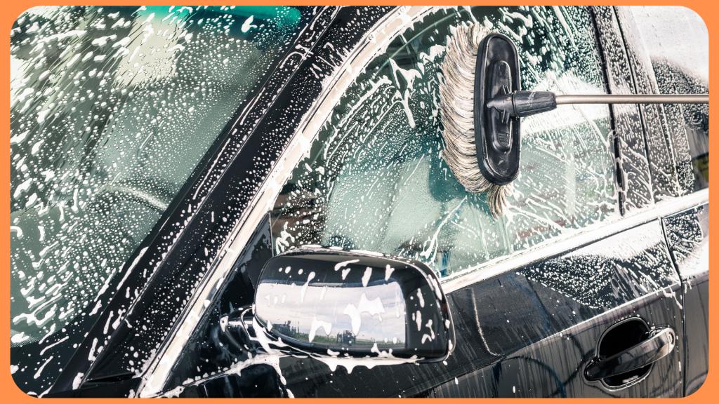 измиване на автомобил с четка